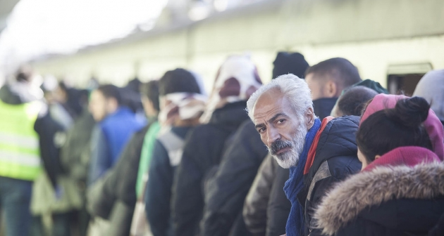 Syrian refugees waiting in line