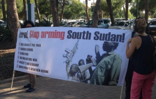 "Protestors with sign ""Israel, stop arming South Sudan"""