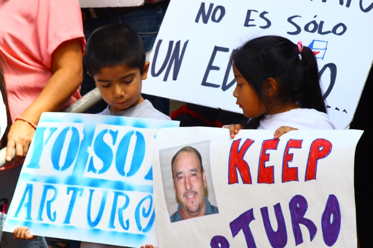 Children with signs supporting Arturo