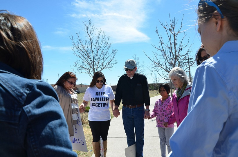 Rally at the GEO Detention Center outside Denver (Photo: Gabriela Flora)