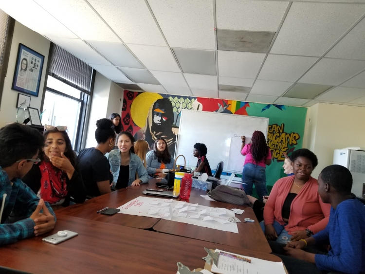 Chicago youth take part in a FOIA training at Kinetic, a youth program in the city. Photo: AFSC/Chicago